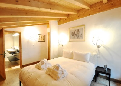 04 Morgan Jupe Luxury Catered Ski Chalets Morzine - Chalet de mes Rêves - Interior - Bedroom 1.2