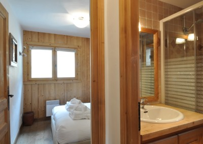 10 Morgan Jupe Luxury Catered Ski Chalets Morzine - Chalet de mes Rêves - Interior - Bathroom 3.3