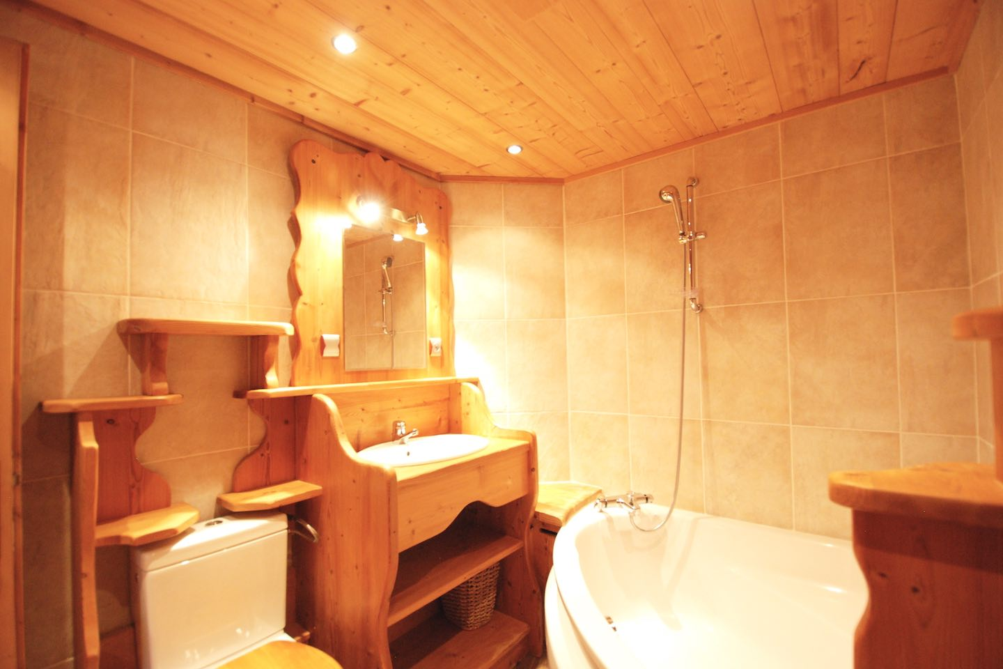 Morgan Jupe - Chalet Chardon - Bathroom 5