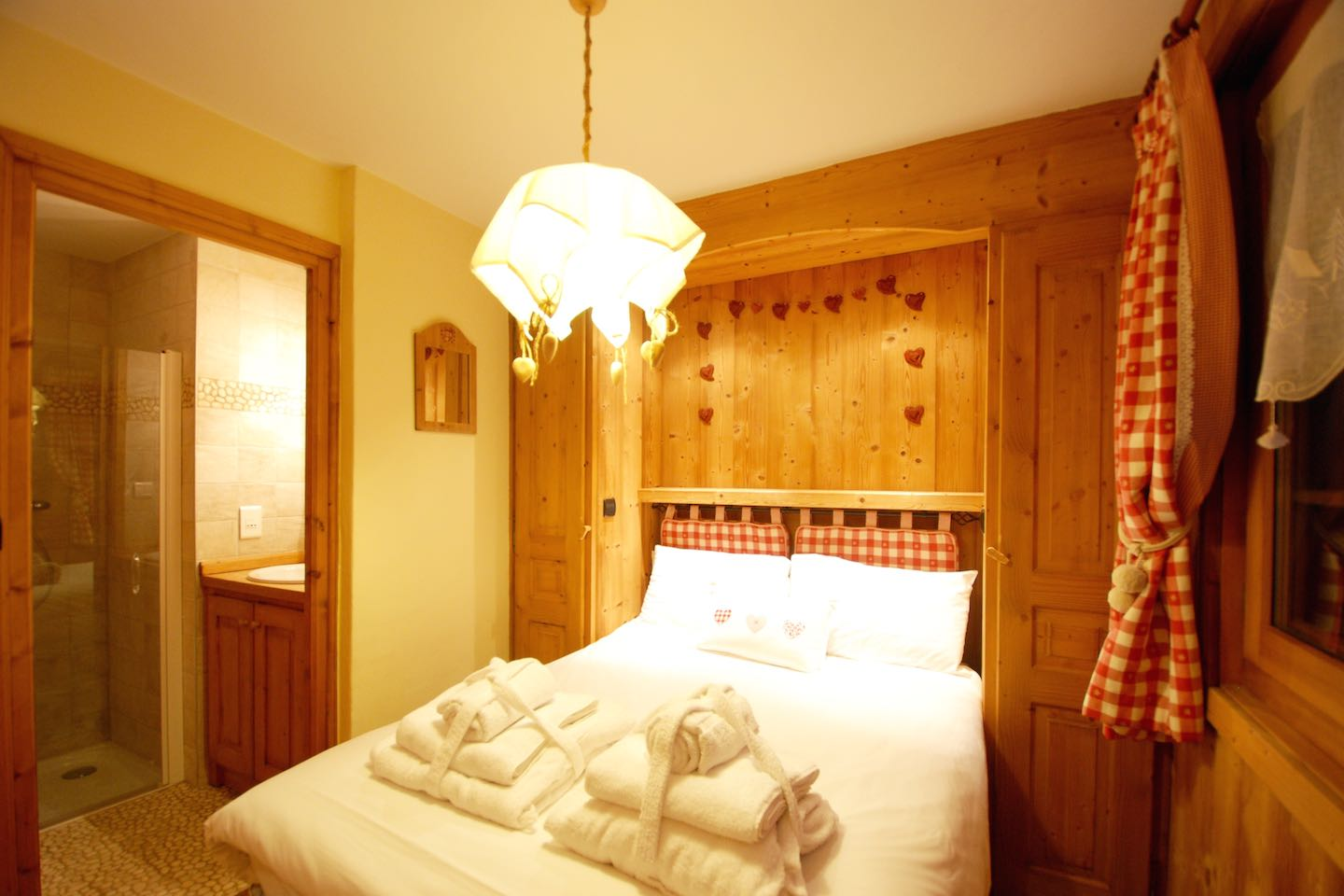 Morgan Jupe - Chalet Chardon - Bedroom 4