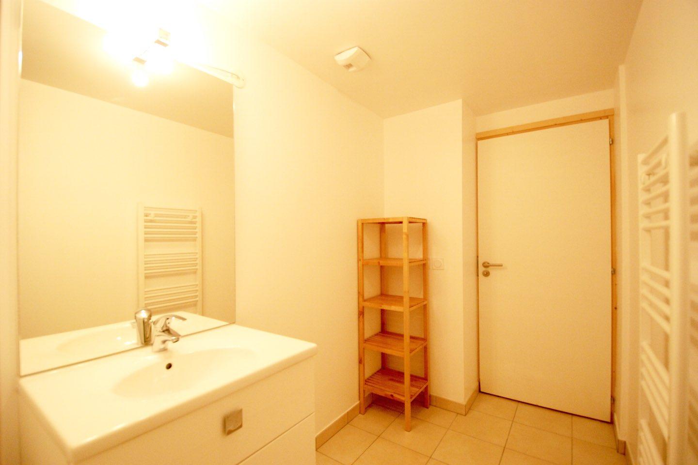 Morgan Jupe - Apartment Florimont - Bathroom 2 - 01 (low res)