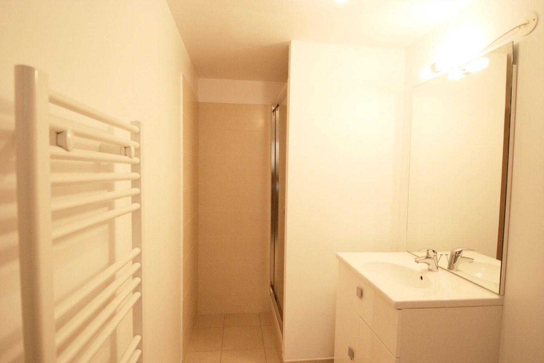 Morgan Jupe - Apartment Florimont - Bathroom 2 - 02 (low res)