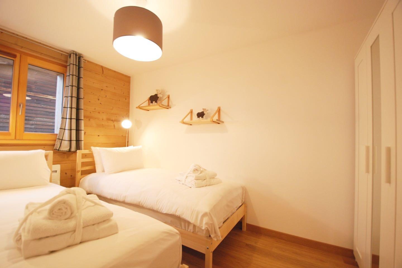 Morgan Jupe - Apartment Florimont - Bedroom 2 - 01 (low res)