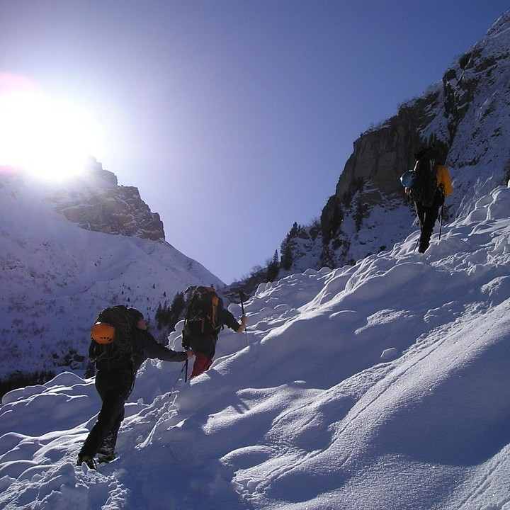 Image of hiking int he snow in Morzine